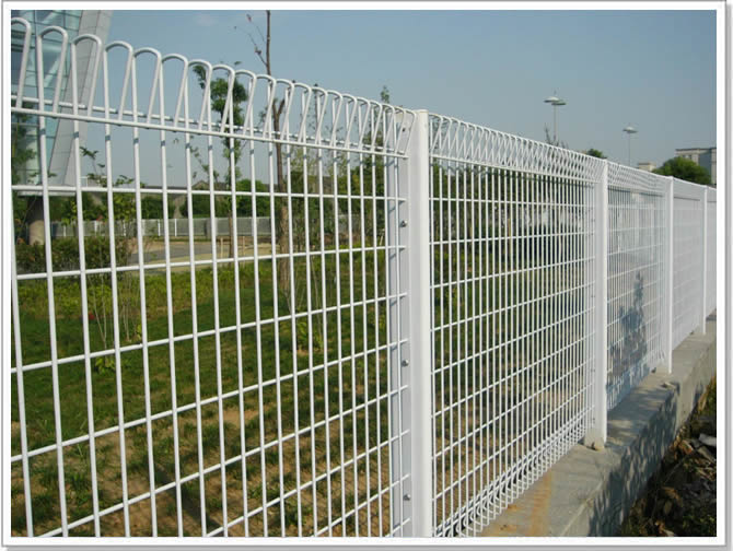 wire-roll-top-panel-fencing-4.jpg